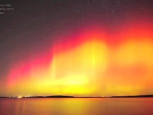 Amazing HD Northern Lights Time Lapse Perry Lake, KS – AURORA – CME